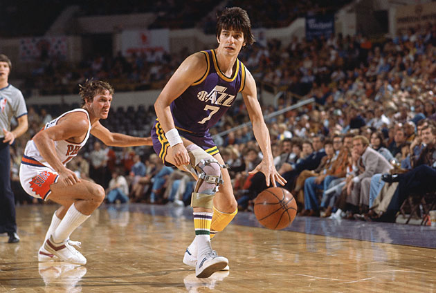 Pete Maravich #7 on the New Orleans Jazz
